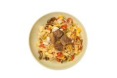 Salade de fruits avec l'oeuf salé et le Fried Fish croustillant, d'isolement Images stock