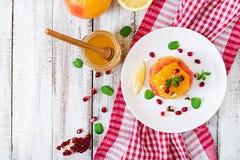 Salade de fruits avec le pamplemousse et l'orange Photographie stock libre de droits