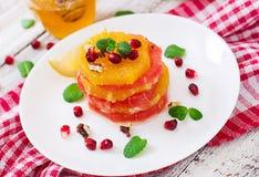 Salade de fruits avec le pamplemousse et l'orange Photos libres de droits