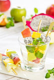 Salade de fruits [brochette de salade de fruits] Image libre de droits