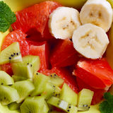 Salade de fruits de kiwi, de banane et de pamplemousse Photos stock
