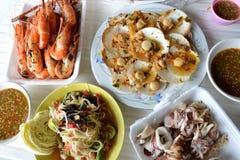 Salade de fruits de mer et de papaye photographie stock
