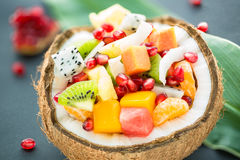 Salade de fruits exotique photo libre de droits