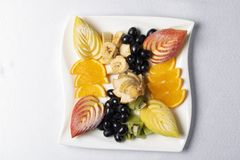 Salade de fruits exotique ?quilibr?e de plat, nutrition appropri?e photographie stock