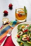 Salade de fruits fraîche d'épinards Image stock