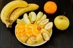 Salade de fruits organique fraîche d'un plat Photos libres de droits