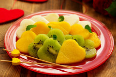 Salade de fruits sous forme de coeurs Photo stock
