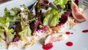 Salade de gourmet de crabe images stock