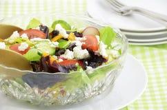 Salade de jardin avec du fromage de chèvre Photos stock