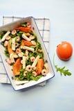 Salade de kaki et de crevette rose Photo stock