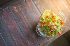 Salade de légume frais sur la table Photo stock