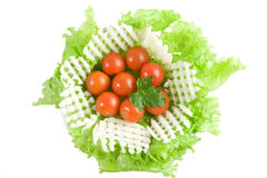 Salade de légumes dans saladier en verre photos libres de droits