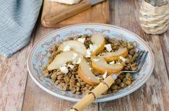 Salade de lentille avec les poires caramélisées Photographie stock libre de droits