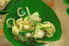 Salade de mélange sur des lames Photo stock