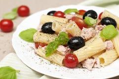 Salade de pâtes avec le thon Photos stock