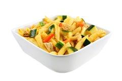 Salade de pâtes de poulet et de veggie Photographie stock libre de droits