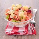 Salade de pâtes et petites saucisses Photo libre de droits
