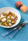 Salade de pêche avec du feta et la tomate Photographie stock libre de droits