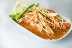 Salade de papaye, salade épicée de papaye avec le crabe salé et poissons fermentés images stock