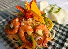 Salade de papaye avec des crevettes Image stock
