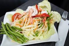Salade de papaye avec la crevette Images stock