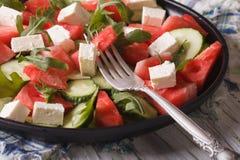 Salade de pastèque, de feta, d'arugula et de plan rapproché de concombres horizo Images stock