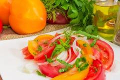 Salade de plan rapproché rouge et jaune de tomates au foyer sélectif Photos libres de droits