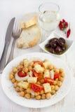 Salade de pois chiche avec du fromage Image stock