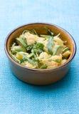 Salade de pomme de terre avec l'avocat et l'arugula Image stock