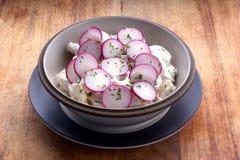 Salade de pomme de terre avec la mayonnaise et le radis Image stock