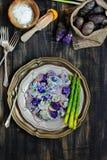 Salade de pomme de terre pourpre de yaourt photographie stock libre de droits