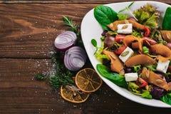 Salade de potiron Nourriture saine Sur une surface en bois Vue supérieure photographie stock