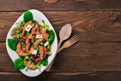 Salade de potiron Nourriture saine Sur une surface en bois Vue supérieure photographie stock libre de droits