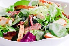 Salade de poulet et de lard photo stock