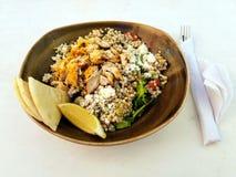 Salade de poulet méditerranéenne Photos stock