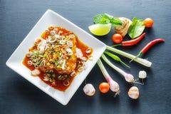 Salade de sardines en boîte par poissons épicés Photographie stock libre de droits