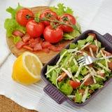 Salade de saumons fumés avec des légumes Photo stock