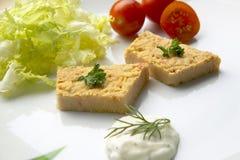 Salade de thon avec des légumes Cuisine méditerranéenne photographie stock libre de droits