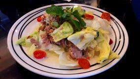 Salade de thon servie Photo stock