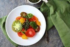 Salade de tomates d'héritage images libres de droits