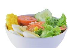 Salade in de witte kop op isolate achtergrond Royalty-vrije Stock Foto