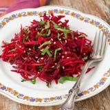Salade des betteraves et des carottes fraîches avec le persil Photographie stock libre de droits