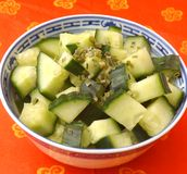 Salade des concombres images stock