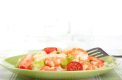 Salade des crevettes roses de roi photographie stock libre de droits