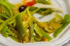 Salade des poivrons verts avec des olives Images libres de droits