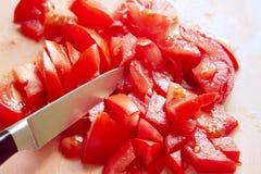 Salade des tomates dans un plat Image libre de droits