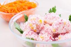 Salade deux dans la glace sur la table Photo libre de droits