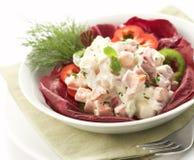 Salade die op een kom wordt gediend Royalty-vrije Stock Foto