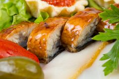 Salade et aiglefins, photo de plan rapproché Photographie stock