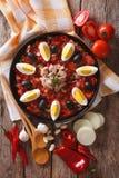 Salade et ingrédients de Mechouia de Tunisien en gros plan principal vertical v Photographie stock